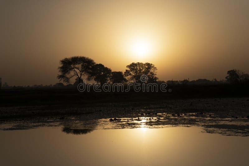 Lugar de la salida del sol del papel pintado en Indore fotografía de archivo libre de regalías