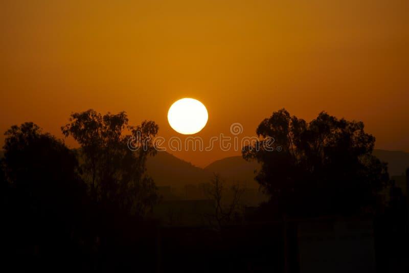 Lugar de la salida del sol del papel pintado en Indore fotografía de archivo