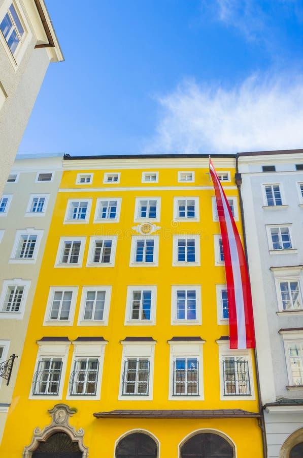 Lugar de nascimento de Mozart em Salzburg em Áustria imagens de stock