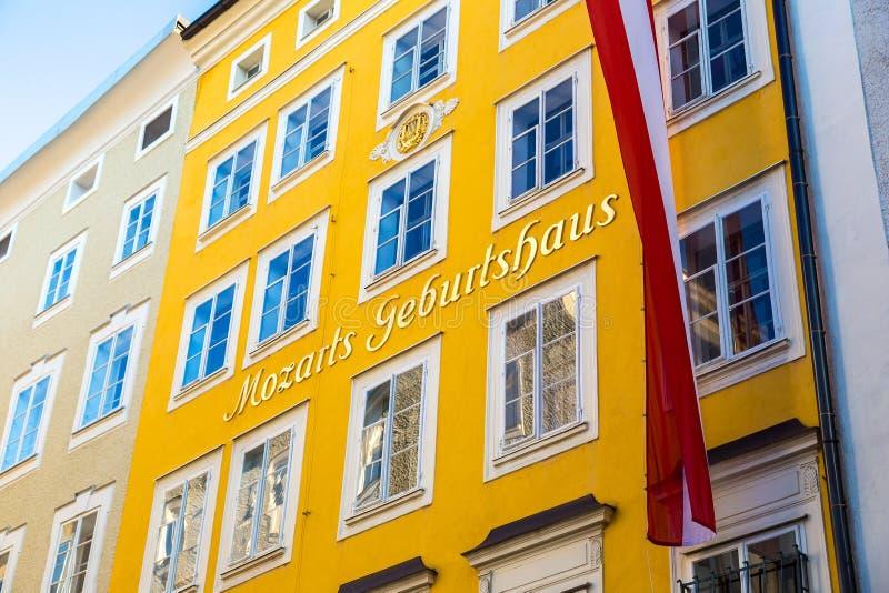 Lugar de nascimento de Mozart em Salzburg imagens de stock