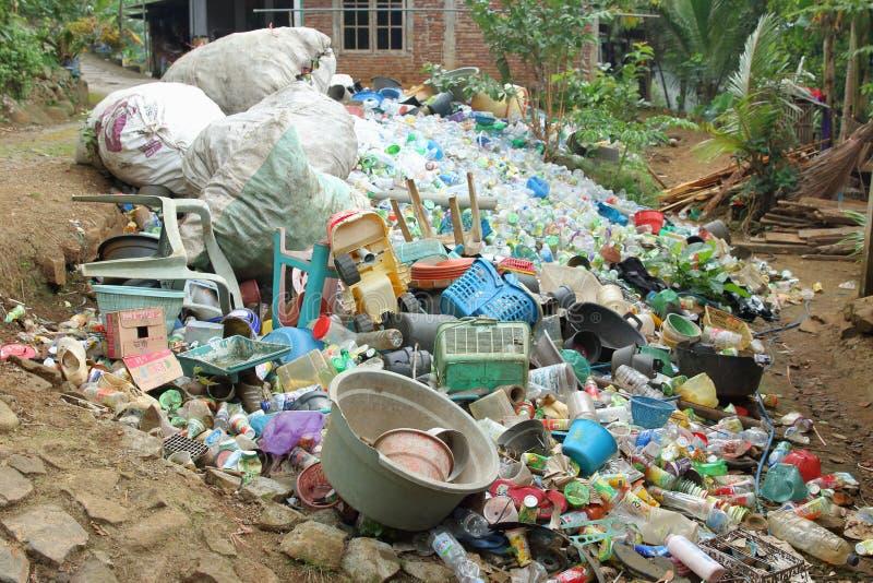 Lugar de recolección de plástico, Trenggalek East Java, Indonesia fotos de archivo