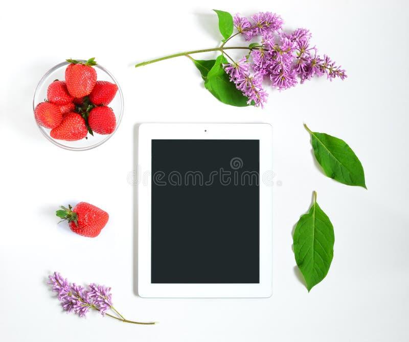 Lugar de trabajo con la tableta imágenes de archivo libres de regalías