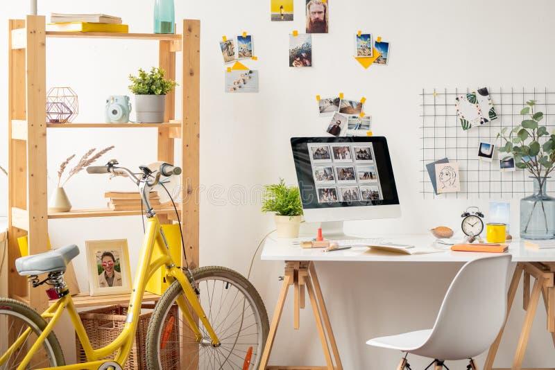 Lugar de trabajo contempor?neo imagen de archivo libre de regalías