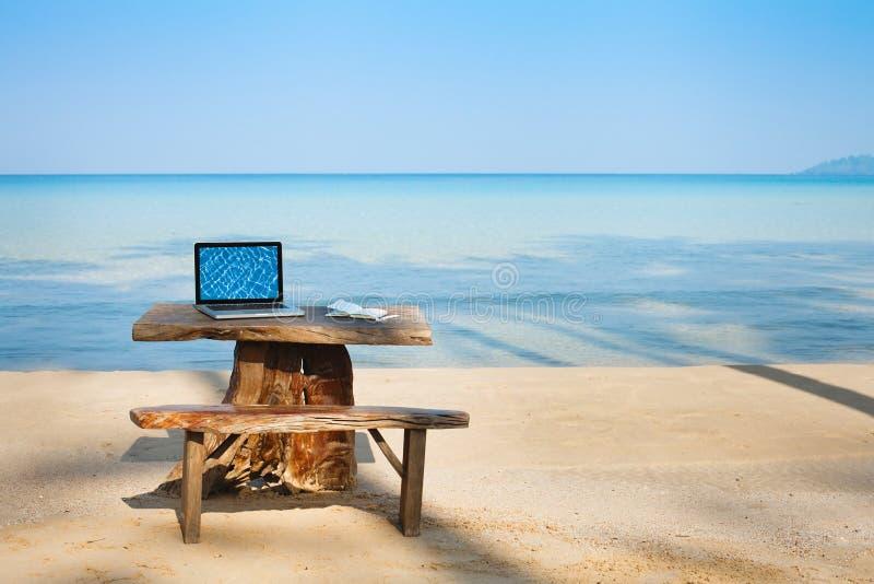Lugar de trabajo del freelancer fotos de archivo libres de regalías