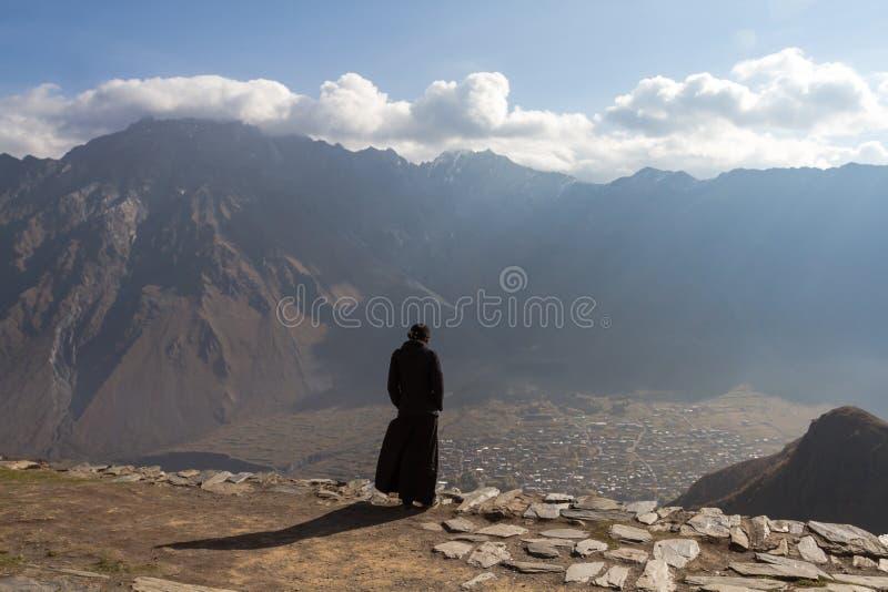 Lugar de trabajo: monje-ermitaño Mirada del mundo inútil fotografía de archivo