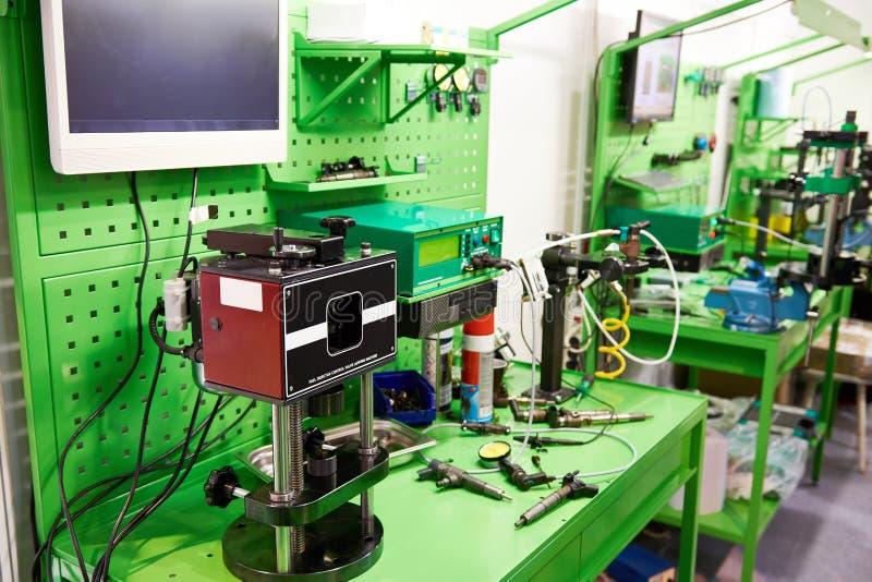 Lugar de trabajo para el control de inyectores de carburante fotografía de archivo libre de regalías