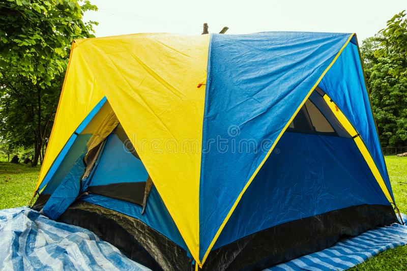 Lugar do curso, barracas de acampamento fotografia de stock royalty free