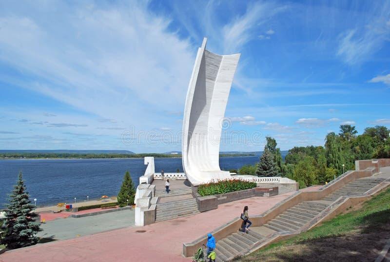 Lugar do interesse da cidade do Samara Um ` do castelo do ` da escultura na terraplenagem do Rio Volga samara fotografia de stock