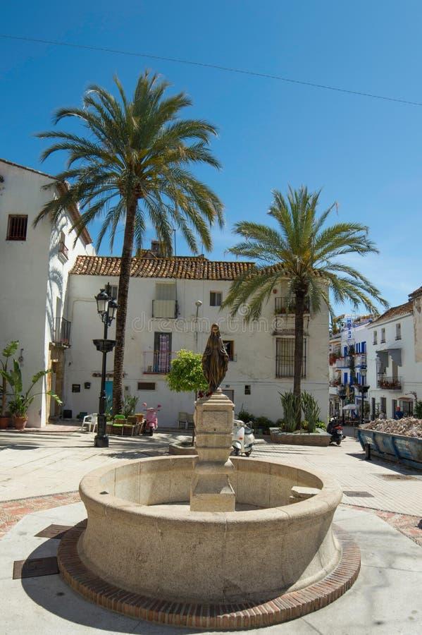 Lugar español con palmtrees fotos de archivo