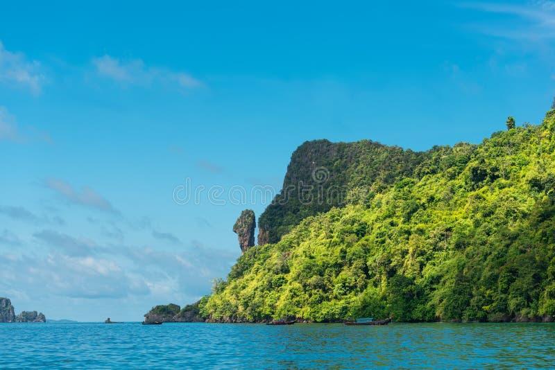 Lugar famoso do seascape exótico bonito da galinha da rocha, o Koh Gai ou o Koh Kai ou o Koh Hua Khwan, o mar de Andaman, provínc foto de stock
