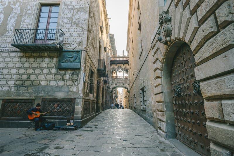 Lugar famoso en la ciudad vieja de Barcelona, España fotografía de archivo