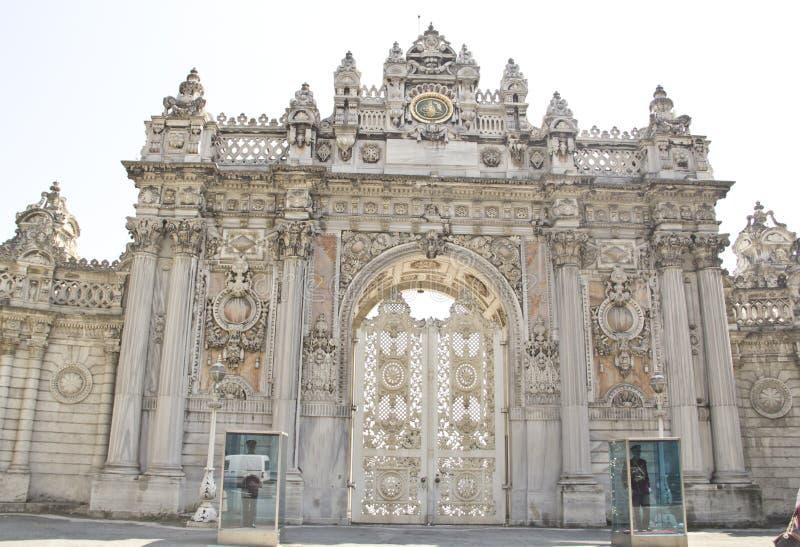 Lugar histórico da entrada do palácio do dolmabahce imagens de stock