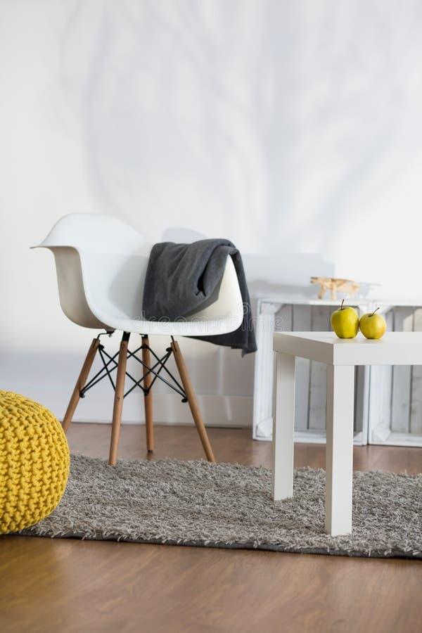 Lugar ideal a descansar na sala de estar imagem de stock royalty free