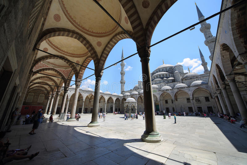 Lugar na mesquita de Sultanahmet foto de stock royalty free