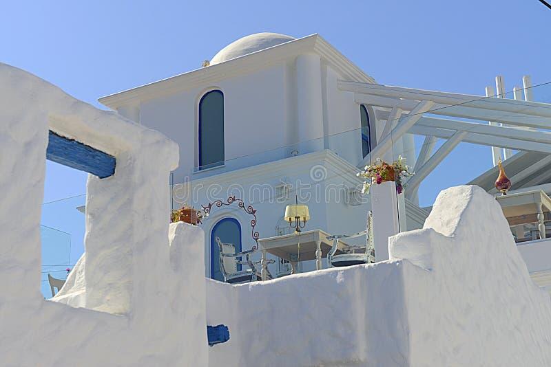 Lugar romântico da instalação do jantar em Santorini foto de stock royalty free