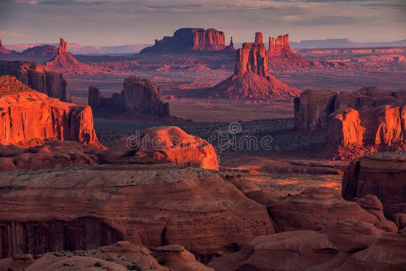 Lugar tribal de la majestad de Navajo del Mesa de las cazas cerca del valle del monumento, Ari fotos de archivo libres de regalías