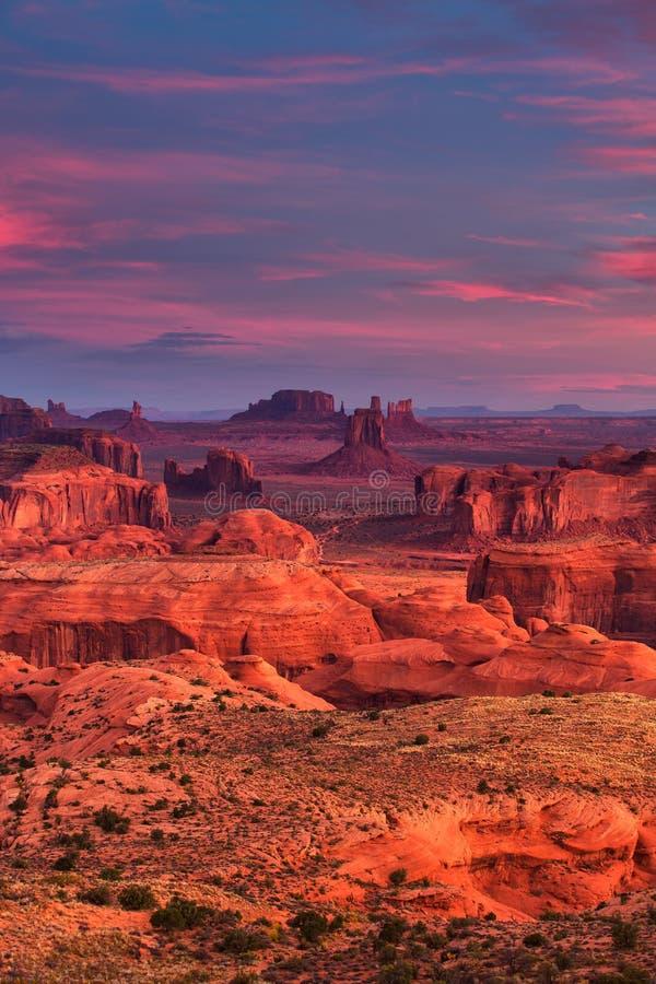 Lugar tribal de la majestad de Navajo del Mesa de las cazas cerca del valle del monumento, Ari imagen de archivo