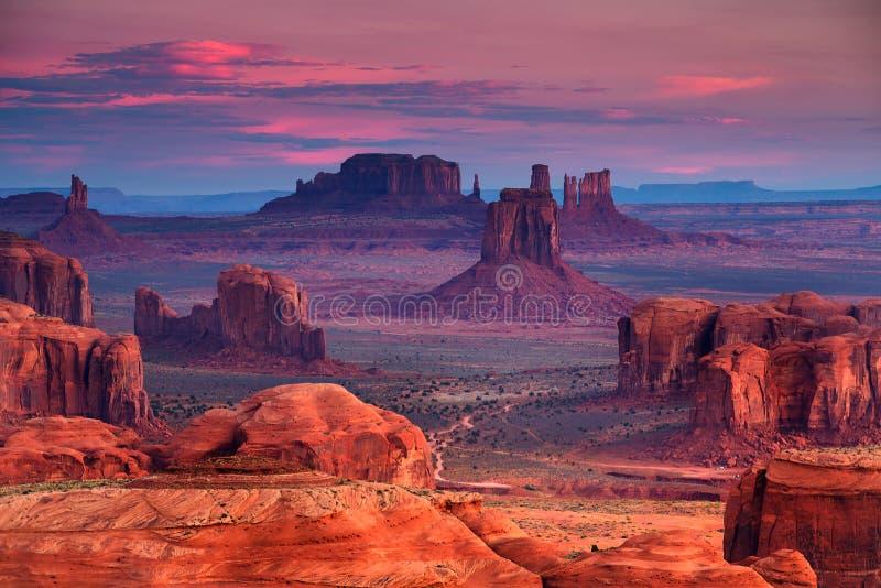 Lugar tribal de la majestad de Navajo del Mesa de las cazas cerca del valle del monumento, Ari imágenes de archivo libres de regalías