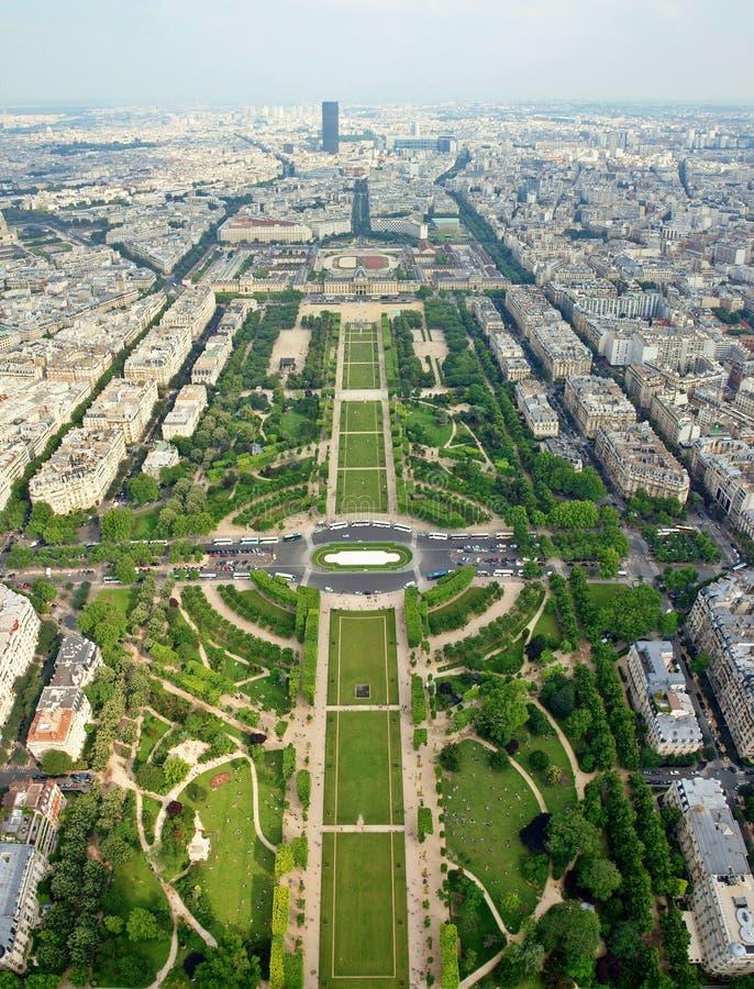 Lugares bonitos de Paris - Champ de Mars imagem de stock royalty free