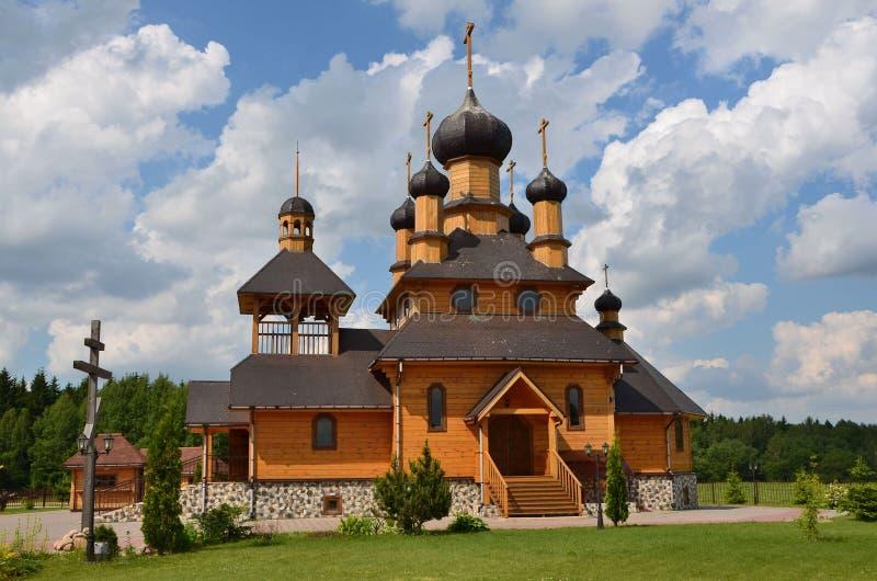 Lugares de Bielorrusia, iglesia de madera en Dudutky foto de archivo