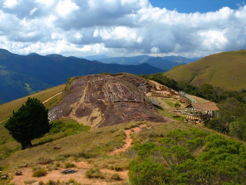 Lugares de la roca en la fortaleza de Samaipata fotografía de archivo