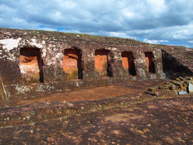 Lugares de la roca en la fortaleza de Samaipata imágenes de archivo libres de regalías