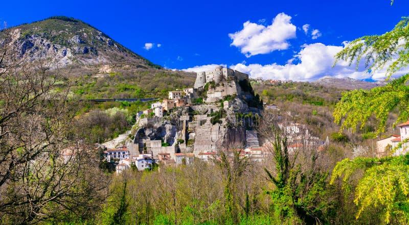 Lugares tradicionais de Autentic do al Volturno de Itália - de Cerro com im foto de stock