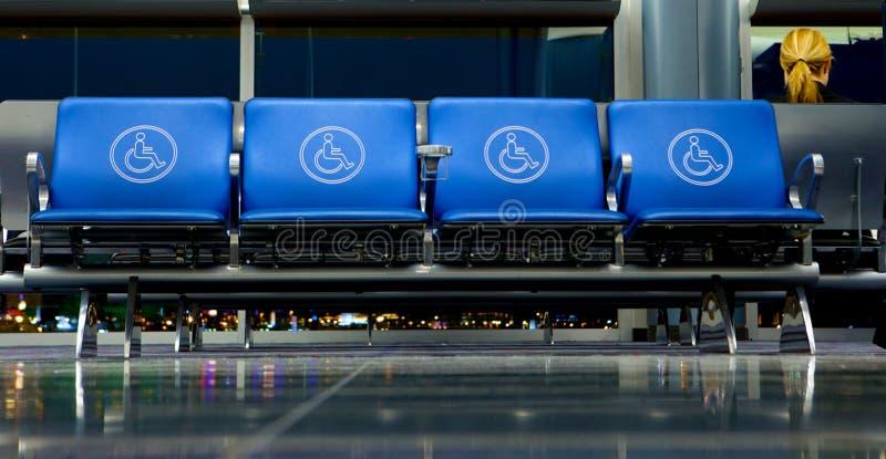 Lugares vazios na porta do aeroporto fotos de stock