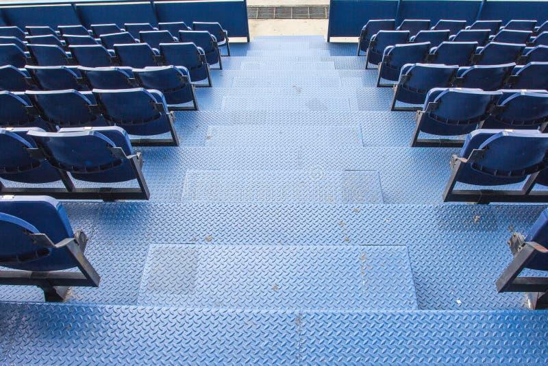 Lugares vazios no estádio de futebol imagem de stock royalty free