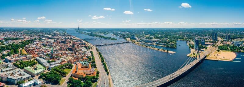 2 luglio 2018 Riga, Latvia Vista aerea della città di Riga - capitale della Lettonia fotografie stock