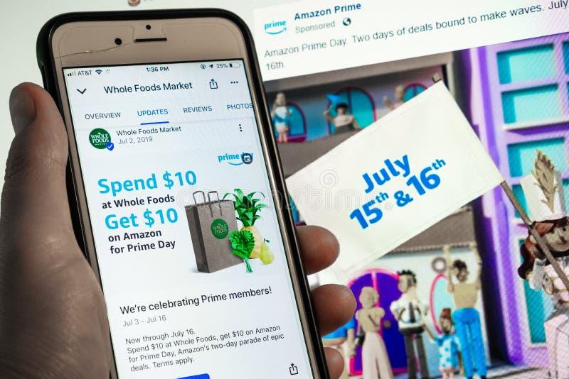 12 luglio 2019 Sunnyvale/CA/U.S.A. - telefono cellulare con l'annuncio di Whole Foods e promozione per l'annuncio di giorno dell' immagine stock