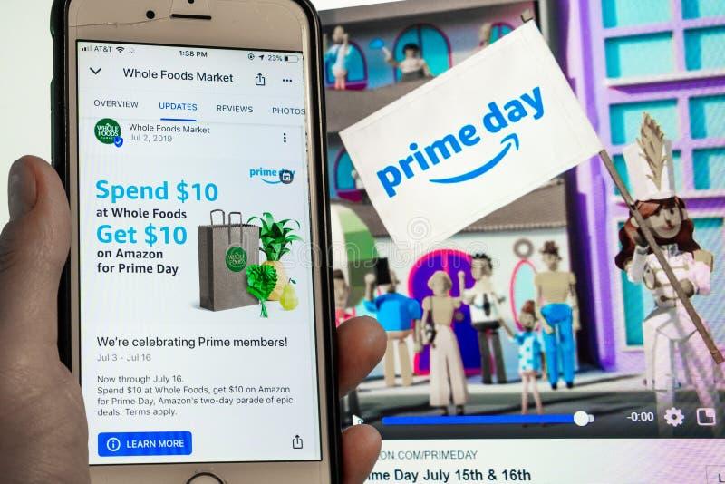 12 luglio 2019 Sunnyvale/CA/U.S.A. - telefono cellulare con l'annuncio di Whole Foods e promozione per l'annuncio di giorno dell' fotografia stock libera da diritti