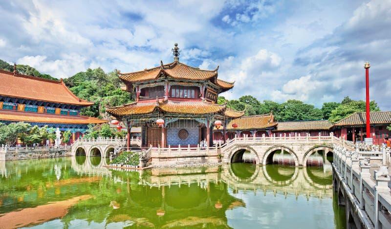Lugn i Yuantong den buddistiska templet, Kunming, Yunnan landskap, porslin arkivbild