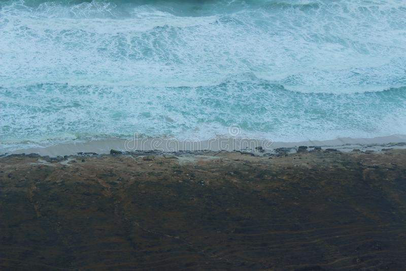 Lugna blå havskust royaltyfria foton