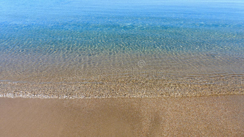 Lugna sjöshoreline arkivfoton