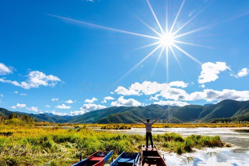 Lugu jeziora podróżnik zdjęcia stock