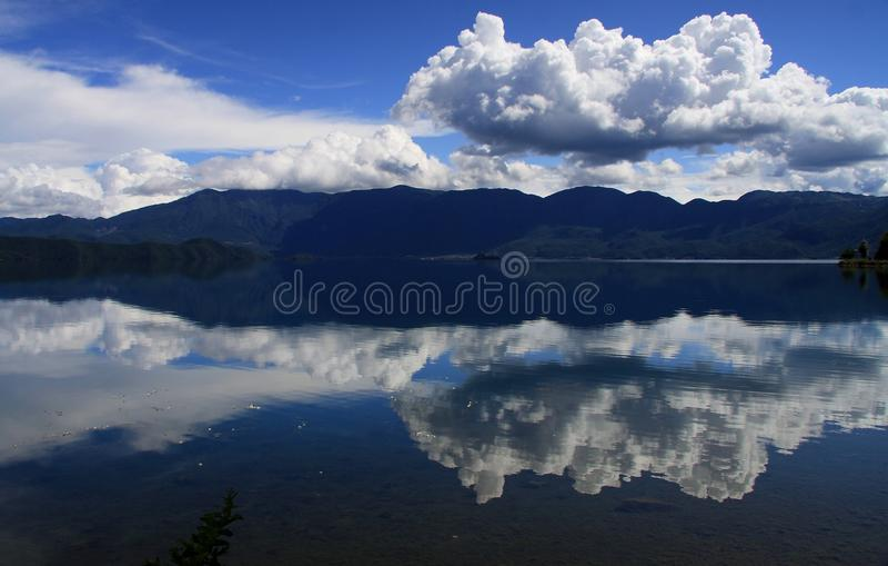 Lugu jezioro, Lijiang, Yunnan, Chiny obrazy stock