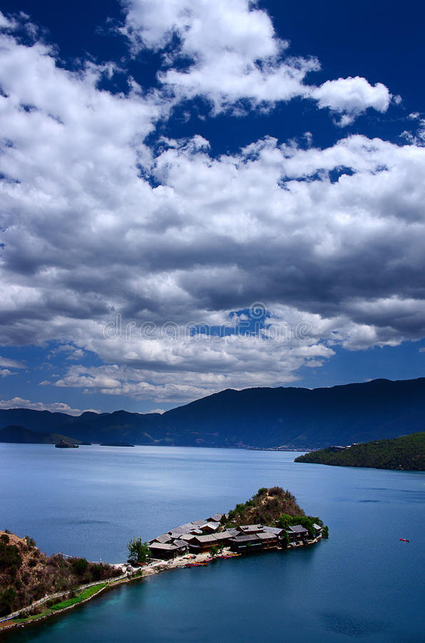 Lugu Lake arkivfoto