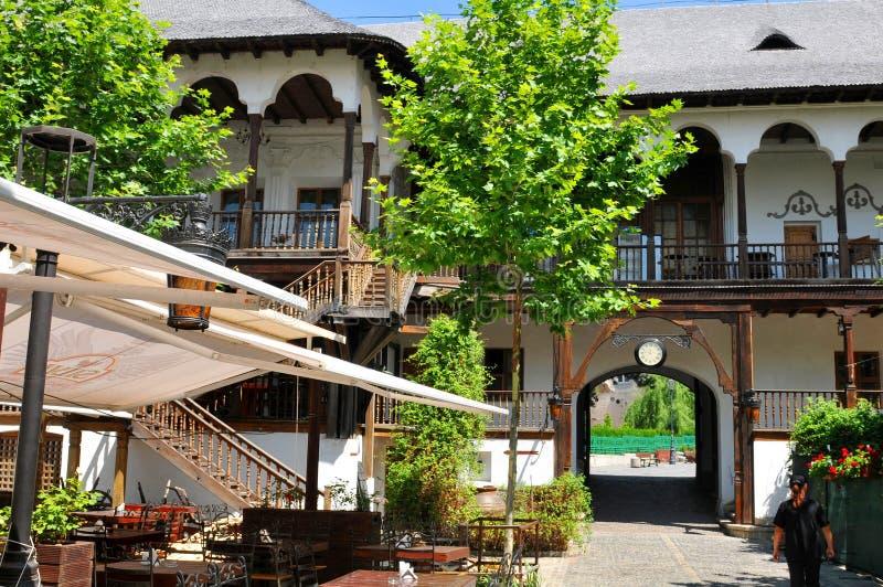 Lui Manuc de Hanul em Bucareste, Romênia imagens de stock