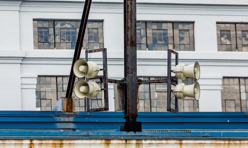 Luidsprekers op Oud Pakhuis stock afbeeldingen