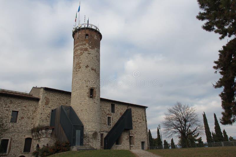 Luigi Marzoli Arms Museum i den Brescia slotten, Lombardy, Italien royaltyfri fotografi