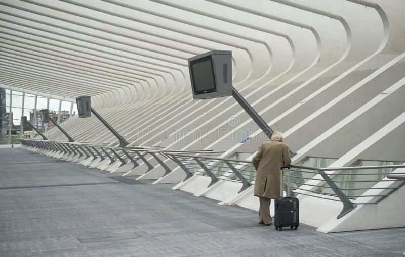 Luik-Guillemins modern järnvägsstation Liège-Guillemins royaltyfri bild