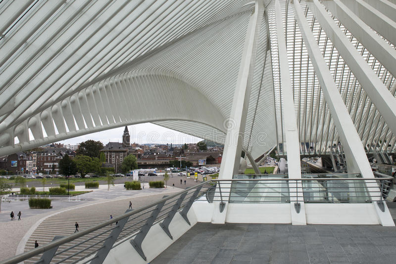Luik-Guillemins modern järnvägsstation Liège-Guillemins arkivbilder