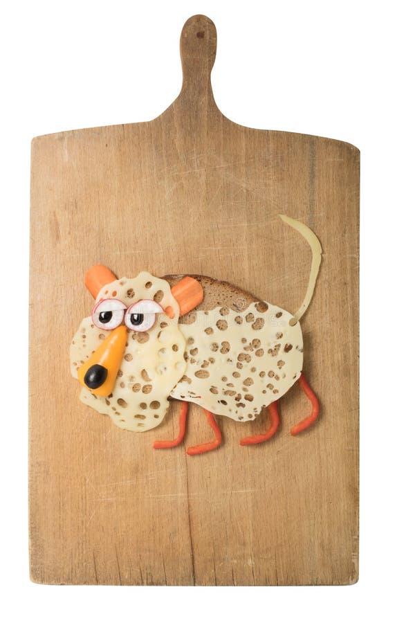 Luipaard met zwarte brood, kaas en groenten wordt gemaakt die stock fotografie
