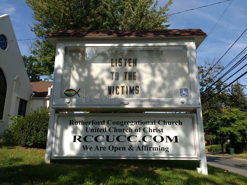 Luister aan de Slachtoffers, Kerkteken, Rutherford, NJ, de V.S. stock foto