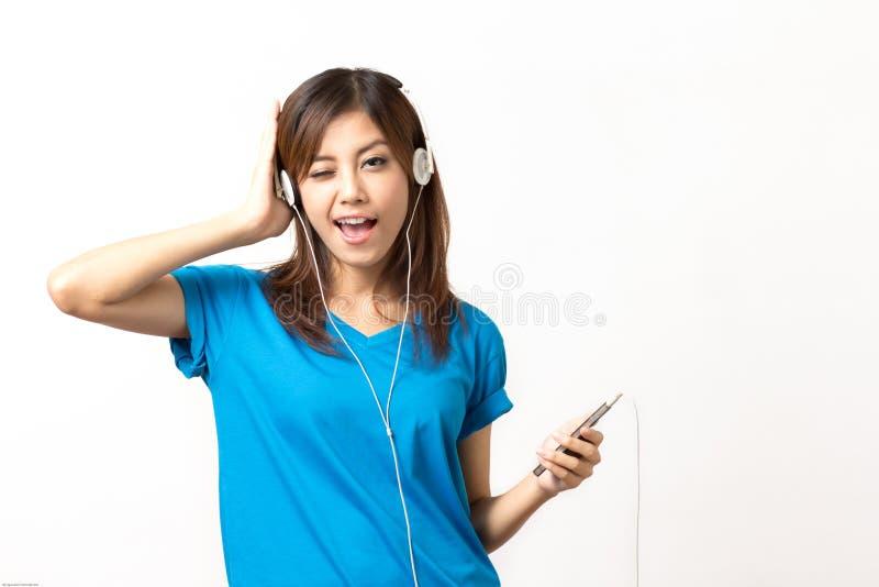 Luister aan muziek stock afbeeldingen