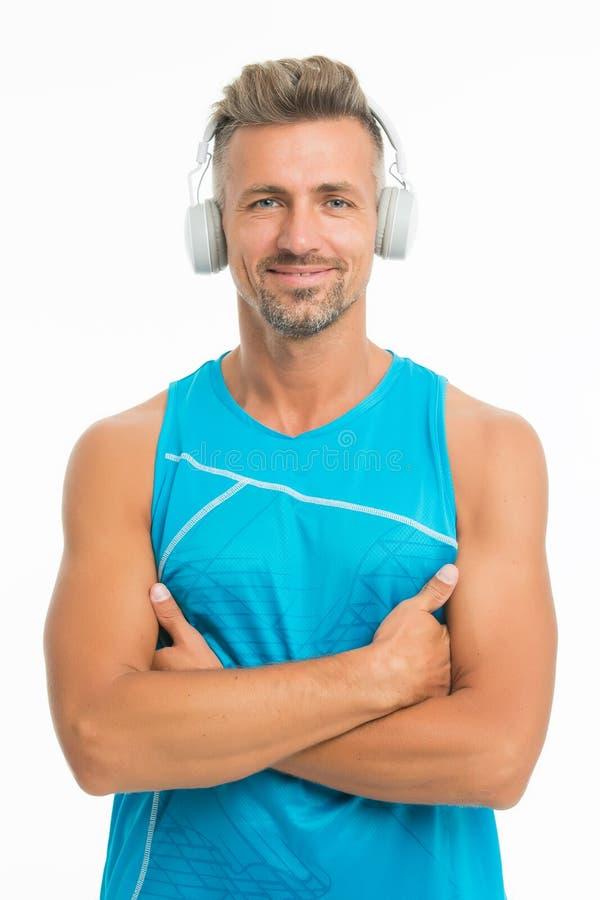 Luister muziek voor motivatie Training comfortabel met de favoriete Draadloze hoofdtelefoons van de spoorlijst voor sport modern royalty-vrije stock fotografie
