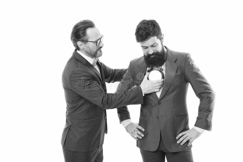 Luister naar je hart Zakelijk personeel formele kleding met wekker Tijdbeheerdiscipline punctualiteit verbeteren Man stock foto