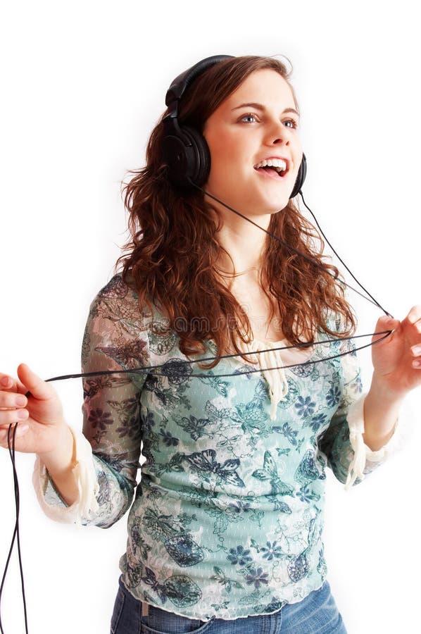 Luisterend de muziek stock afbeeldingen