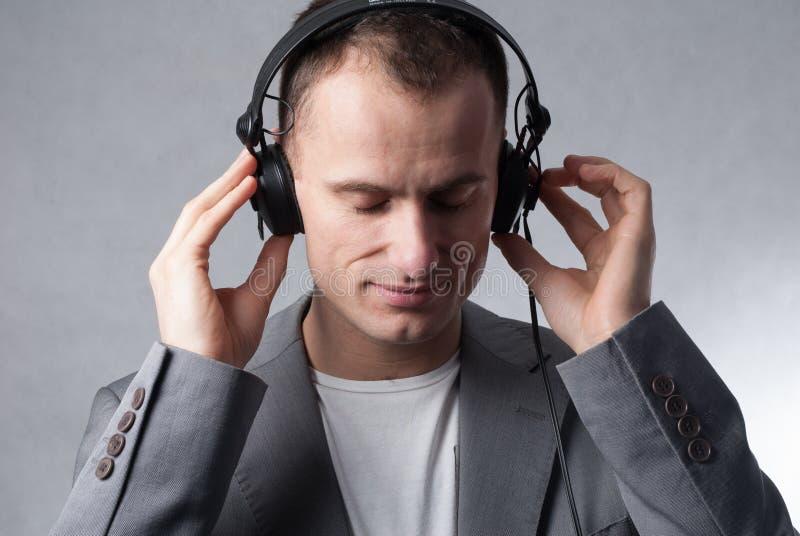 Luisterend de muziek royalty-vrije stock fotografie